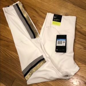 The Nike one tight fit leggings NWT